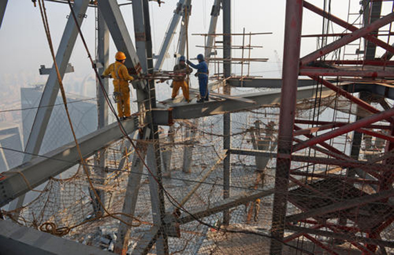 Steel structure installation safety platform
