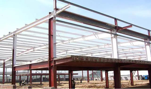 The disadvantageous arrangement of vertical load of steel structure